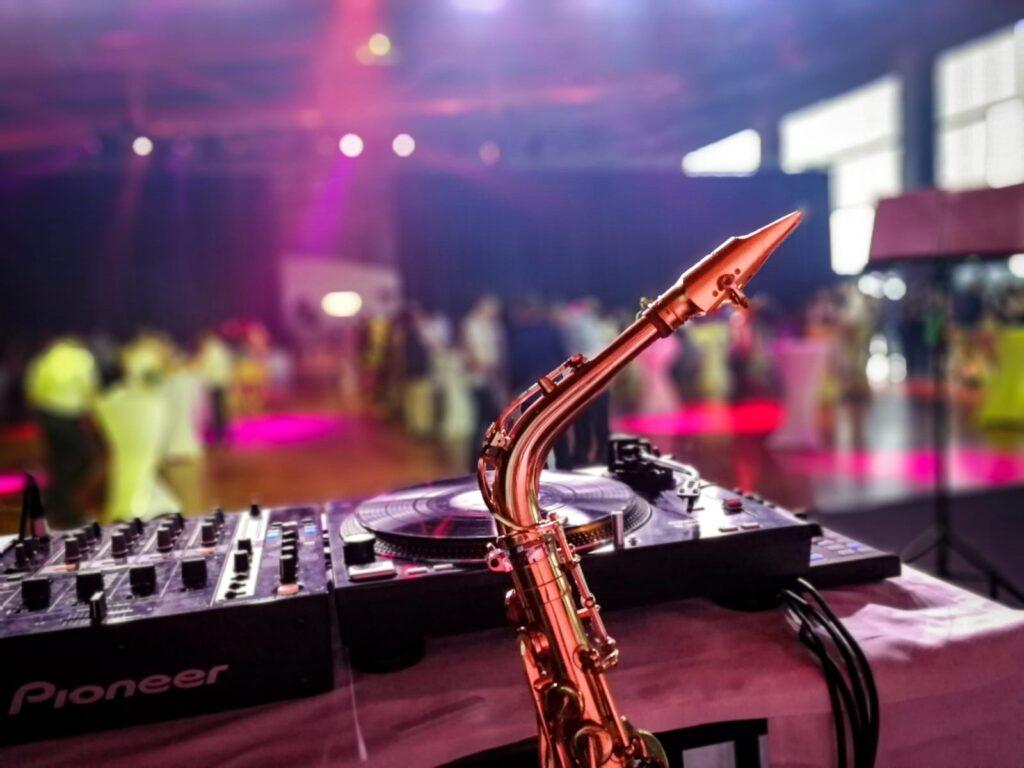 DJ und Saxophonist